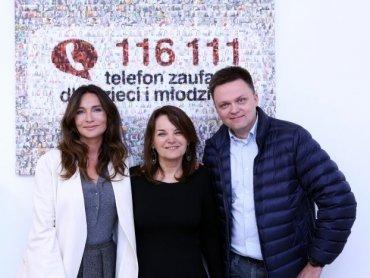 Gest Dominiki Kulczyk (po lewej) oraz zaangażowanie Szymona Hołowni uratowało telefon zaufania (fot. mat. Fundacji Dajemy Dzieciom Siłę)