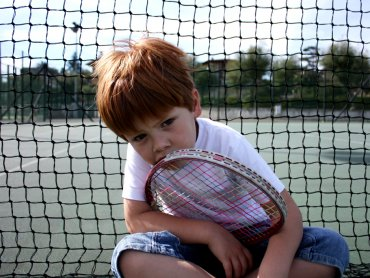 """Dzieci grające w tenisa wytypowane 13 czerwca w hali """"Centrum"""" mają szansę osiągnąć sportowy sukces (fot. foter.com)"""