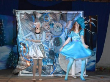 """""""Fabryka Śniegu"""" to spektakl, który zobaczycie w SCK Bytków 7 lutego (fot. Teatr Trip)"""
