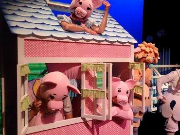 """Spektakl pt. """"Trzy świnki"""" (fot. materiały prasowe)"""