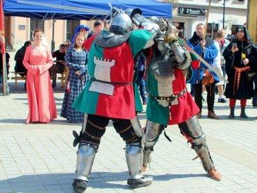 """""""Grunwald Południa"""" otworzy gala profesjonalnych walk rycerskich na rynku w Żywcu (fot. archiwum zdjęć na Fb/Chorągiew Żywiecka)"""