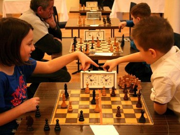 Turniej szachowy to okazja by spróbować swoich sił lub przekonać się do tej klasycznej gry (fot. mat. organizatora)