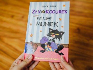 """""""Zły Kocurek kontra wujek Muniek"""" to jedna z części zabawnej serii o Złym Kocurku (fot. Ewelina Zielińska)"""