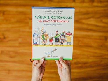 """""""Wielkie Gotowanie na ulicy Czereśniowej"""" to książka kucharska dla całej rodziny (fot. Ewelina Zielińska)"""