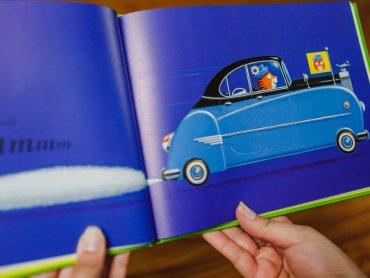 """""""Kto prowadzi?"""" to idealna książka dla fanów aut i zagadek (fot. Ewelina Zielińska)"""