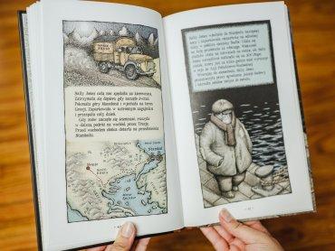"""Ilustracje w """"Legendzie o Sally Jones"""" są wyjątkowe i świetnie korespondują z tekstem (fot. Ewelina Zielińska)"""