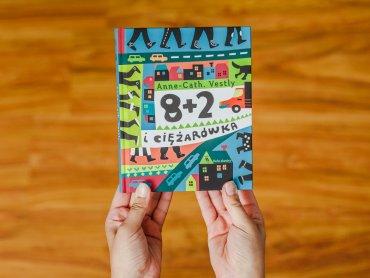 """""""8+2 i ciężarówka"""" to ksiażka wydawnictwa Dwie Siostry (fot. Ewelina Zielińska)"""