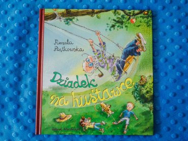 """""""Dziadek na huśtawce"""" to ciepła i pełna humoru książka od wydawnictwa Bis (fot. Ewelina Zielińska)"""