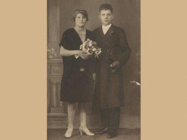 Para zakochanych z ok. 1926 roku (fot. ze zbiorów Działu Etnografii)
