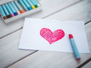Walentynki to czas, w którym warto podarować ukochanym upominki (fot. pixabay)