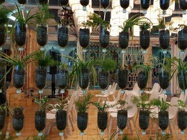 """""""Dobry klimat"""" to pawilon zbudowany z drewna, słomy i innych naturalnych materiałów, znajduje się na katowickim Rynku (fot. Katarzyna Esnekier/SilesiaDzieci.pl)"""