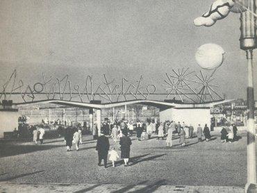 Jedna z pierwszych fotografii bramy głównej Śląskiego Wesołego Miasteczka (fot. mat. Śląskiego Wesołego Miasteczka)