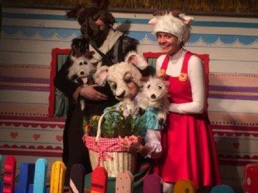 """Spektakl pt. """"Wilk, koza i koźlęta"""" zostanie wystawiony na deskach Teatru Żelaznego 14 stycznia (fot. mat. organizatora)"""