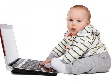 Laptop, tablet, telewizor, komputer - jak oddziaływują na rozwój dziecka? Dowiecie się na 1. spotkaniu w Szkole Rodzenia PLUS (fot. pixabay)