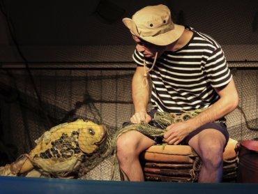 Na spektaklu 4 czerwca aktorzy Teatru Żelaznego rozdadzą upominki z okazji Dnia Dziecka (fot. mat. Teatr Żelazny)