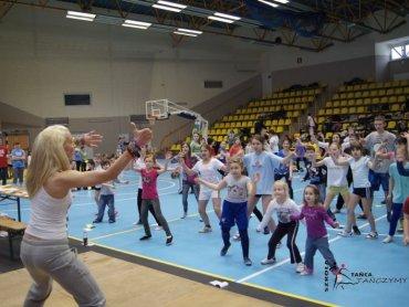 """Zumba to naprawdę dobra zabawa, dzieci lubią ten rodzaj aktywności (fot. materiały szkoły """"Tańczymy"""")"""