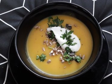 Zupa z dyni to świetny pomysł na lekki, pożywny i smaczny obiad (fot. Agnieszka Mróz/SilesiaDzieci.pl)