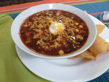 Zupa fasolowa jest źródłem cennych składników odżywczych, tak bardzo potrzebnych zimą (fot. foter.com)